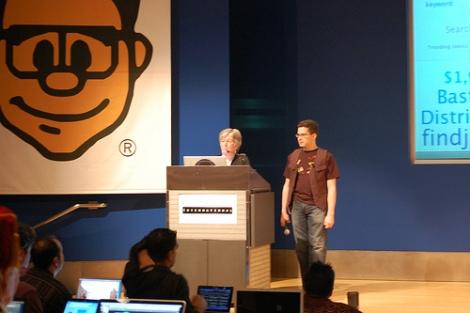 Impromptu presentation at Gnomedex (photo: Alberto Serafin Lopez)